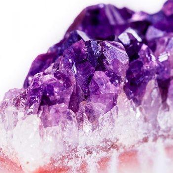 Pedra Ametista: descubra seu significado e como ela pode te ajudar