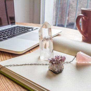 Como decorar o escritório com pedras e cristais