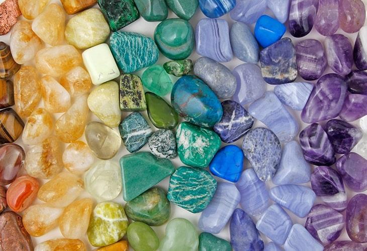 O que são Chakras? Conheça suas cores e entenda como funcionam