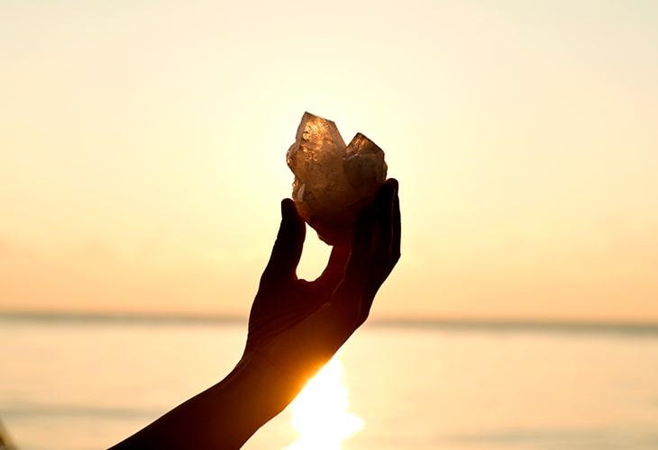 5 jeitos de energizar sua pedra e cristal