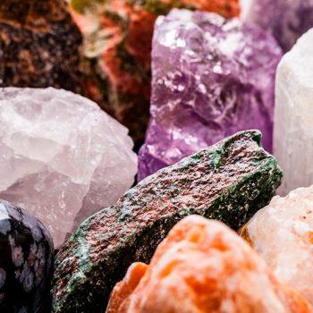 Entenda a história dos cristais e porque eles fascinam até hoje