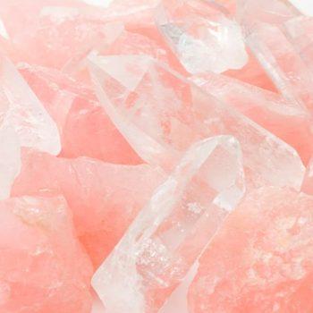 Quartzo Rosa e seu uso como pedra do amor-próprio