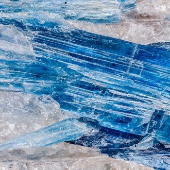 Cianita Azul: pedra que ameniza a agressividade