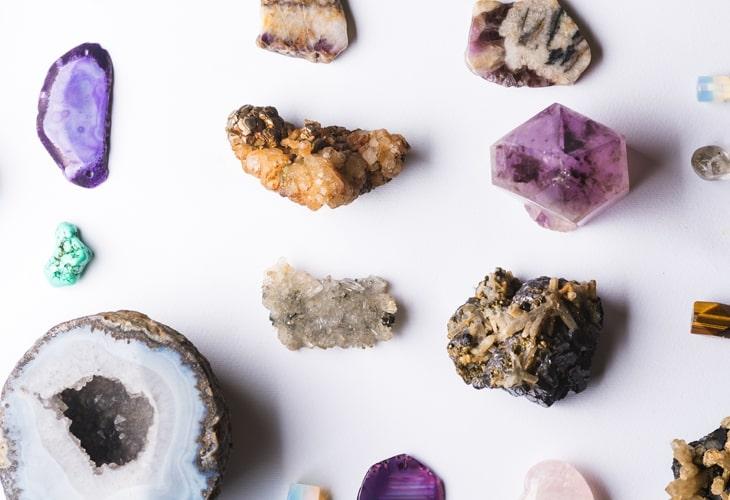 Quer trazer mais alegria para a sua vida? Descubra 10 pedras e cristais que emanam energia positiva