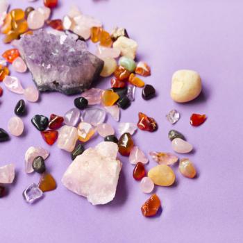 7 pedras e cristais poderosos que toda mulher deveria ter