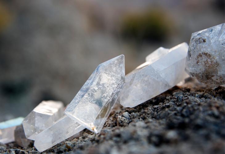 Quartzo de Cristal: conheça suas propriedades curativas