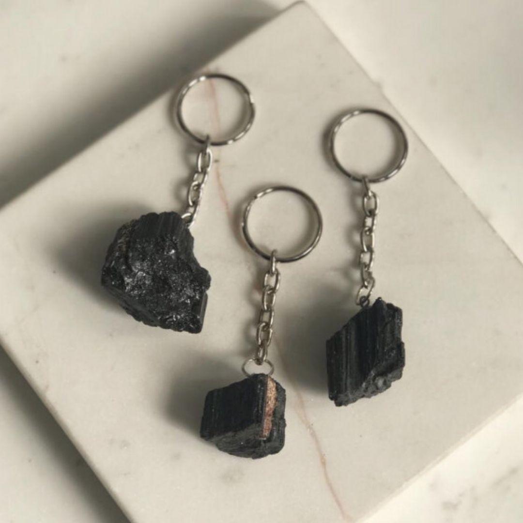 chaveiro de turmalina negra bruta da marca shop dos cristais