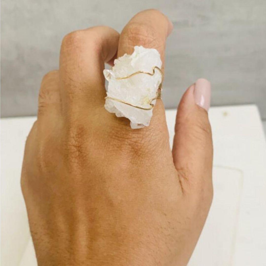 anel de drusa dourada da marca shop dos cristais