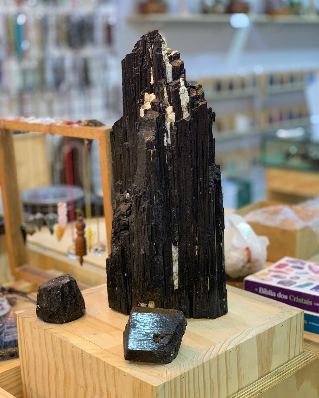 turmalina negra na loja física shop dos cristais