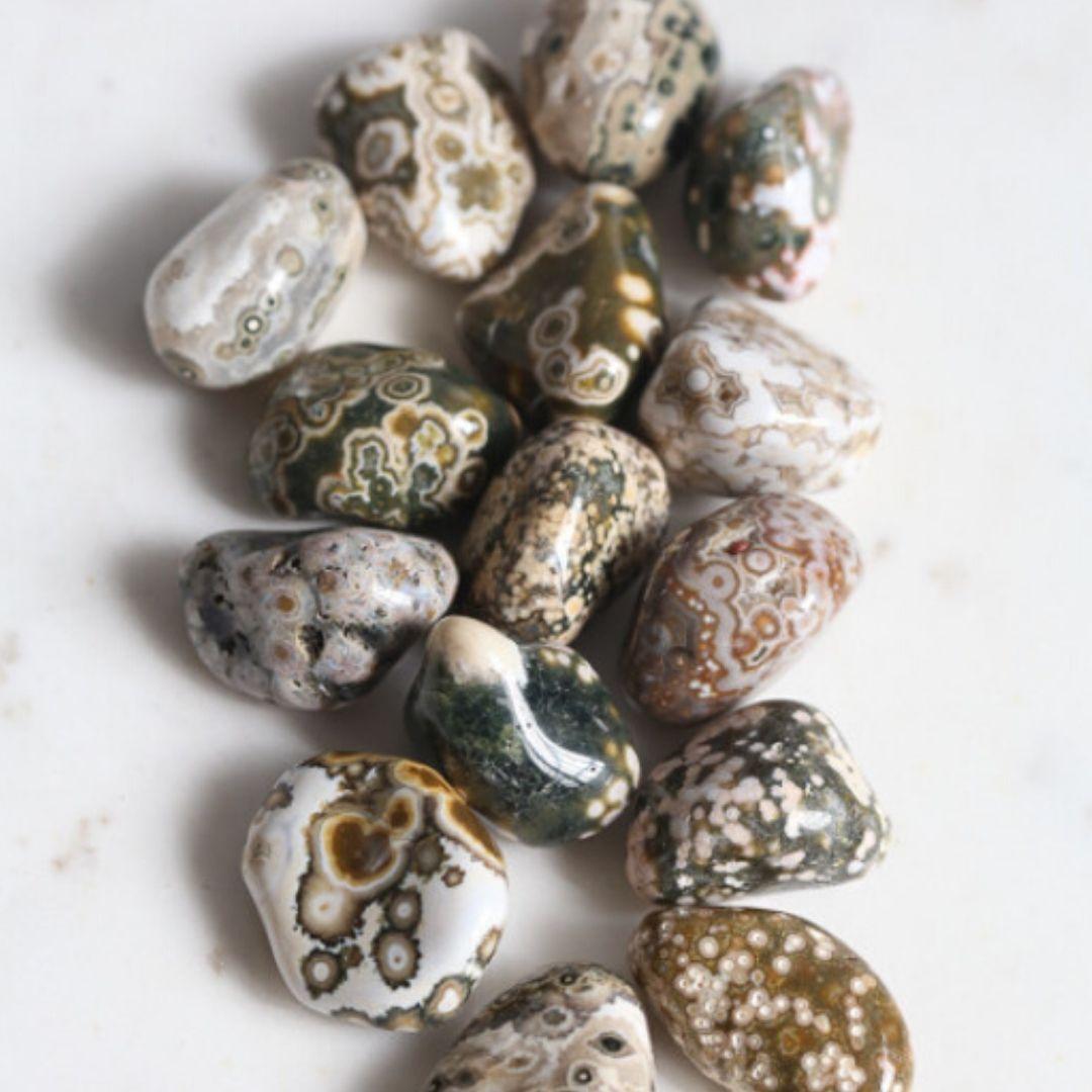 pedras roladas de jaspe