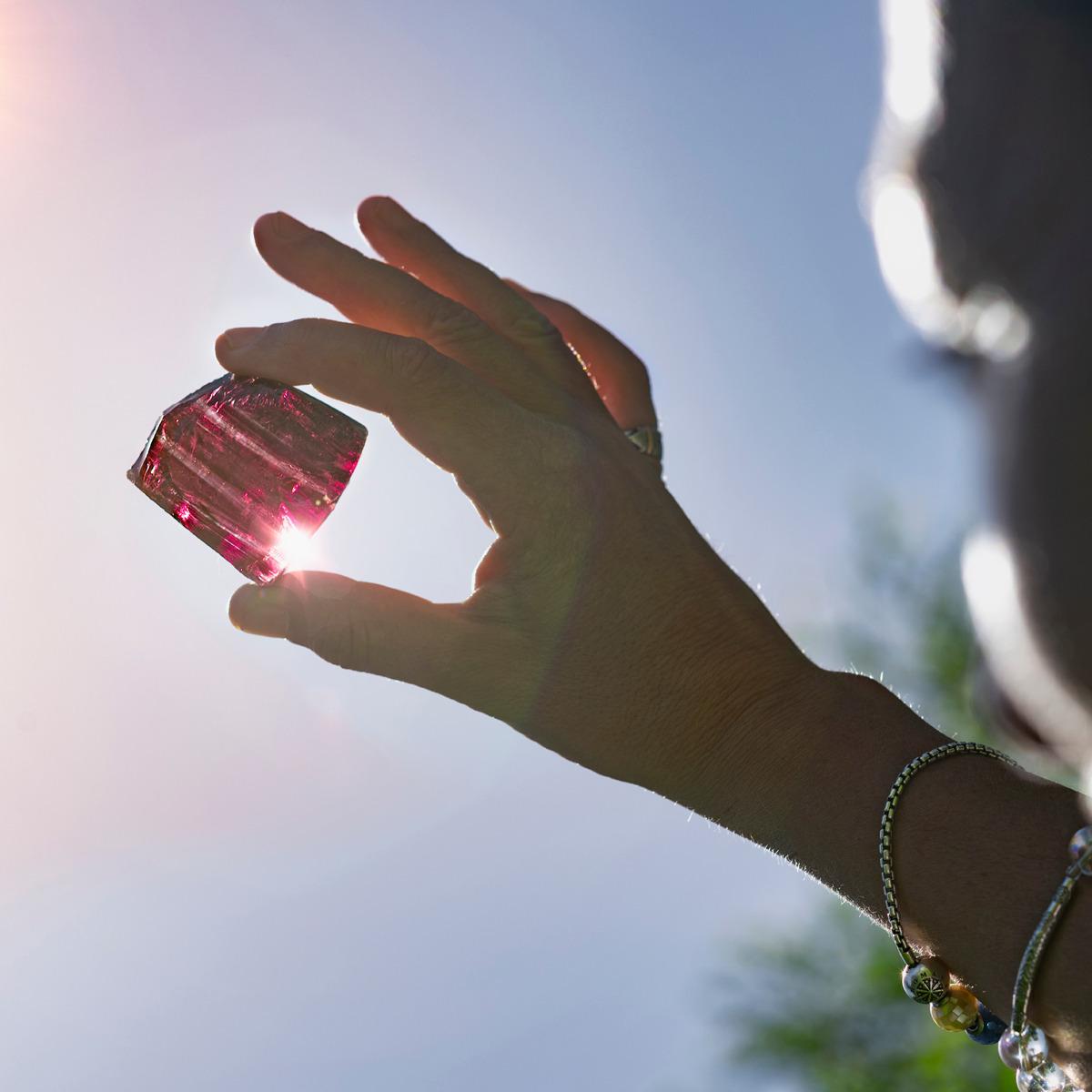 Como usar cristais: conheça as maneiras para manter o equilíbrio e o bem-estar