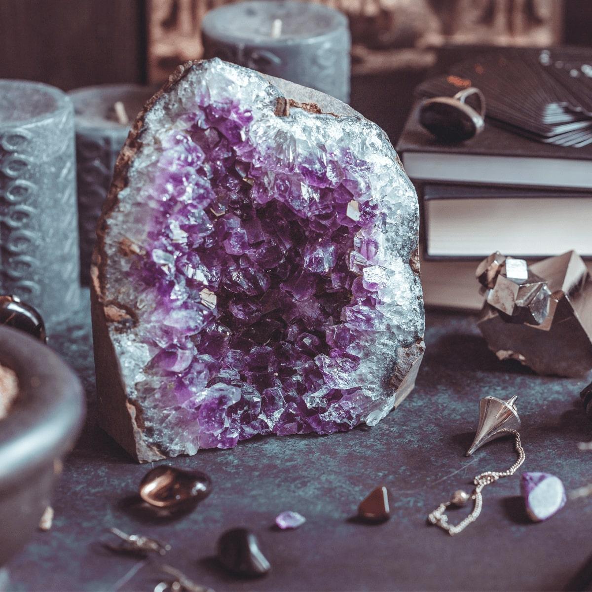 Drusa: conheça o significado e as propriedades da pedra que encanta