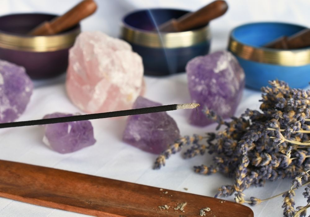 Os incensos e seus poderes: saiba como se purificar com eles