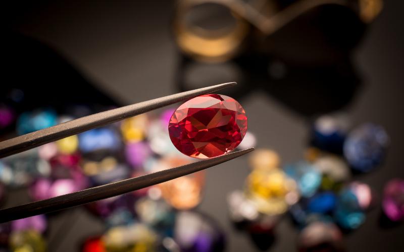 Cristais e diamantes: entenda a real diferença entre eles e veja como usá-los