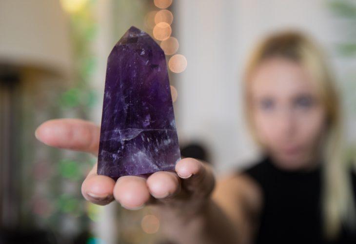Charoita: origem, conceito e dicas de como utilizar essa pedra única