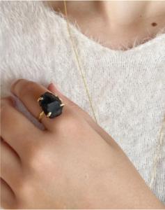 anéis com cristais obsidiana negra