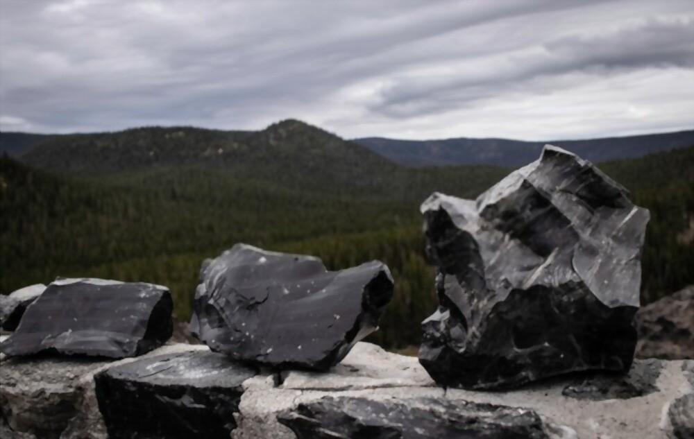 Obsidiana negra: equilibre sua mente com essa pedra surpreendente