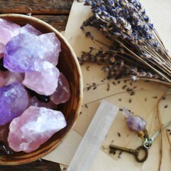 Conheça 7 opções de pedras brutas para uma vida mais tranquila